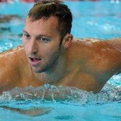 Bơi lội giúp ích cho việc đau lưng