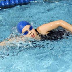 Bơi lội không chỉ giúp cơ thể khỏe mạnh mà còn có thể phòng ngừa bệnh.