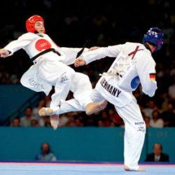 10 cách phối hợp đòn đấm đá trong Taekwondo