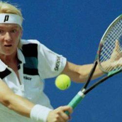 Các bước cơ bản thực hiện quả cắt đôi trong Tennis