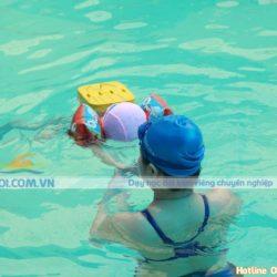 Lợi ích và cách dạy bé học bơi an toàn và hiệu quả