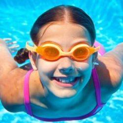 Những cách giúp trẻ có hứng thú về bơi lội