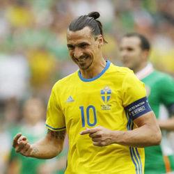 Nỗ lực của Ibra giúp Thụy Điển giành được 1 điểm trong ngày ra quân gặp CH Ailen