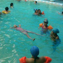 Kỹ thuật nổi trên mặt nước cho người mới học bơi