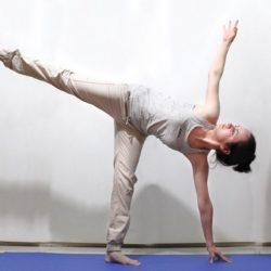 5 tư thế Yoga nâng cao cho vòng eo con kiến