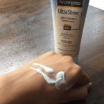 Review kem chống nắng Neutrogena Ultra Sheer Dry Touch Sunblock SPF 50