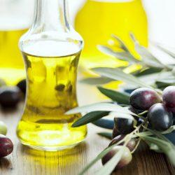 Tẩy trang với dầu oliu & dầu dừa đúng cách nếu không muốn bị mụn